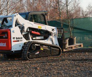 T590 Bobcat Kompaktraupe Anbaugeraet Palettengabel 2